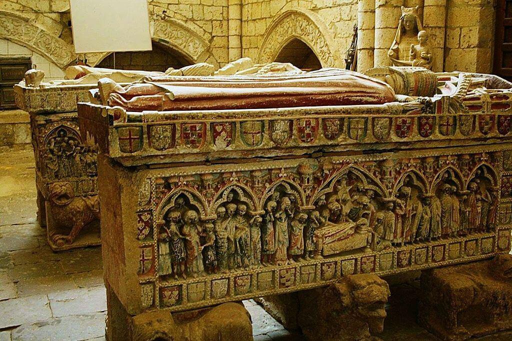 Sepulcros en la iglesia de Villalcázar de Sirga