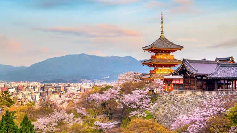 Kiyomizu-dera en Japón, un templo famoso por su balcón