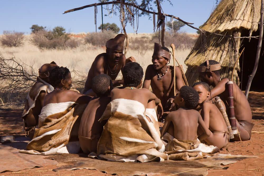 Tribu de bosquimanos, uno de los pueblos africanos