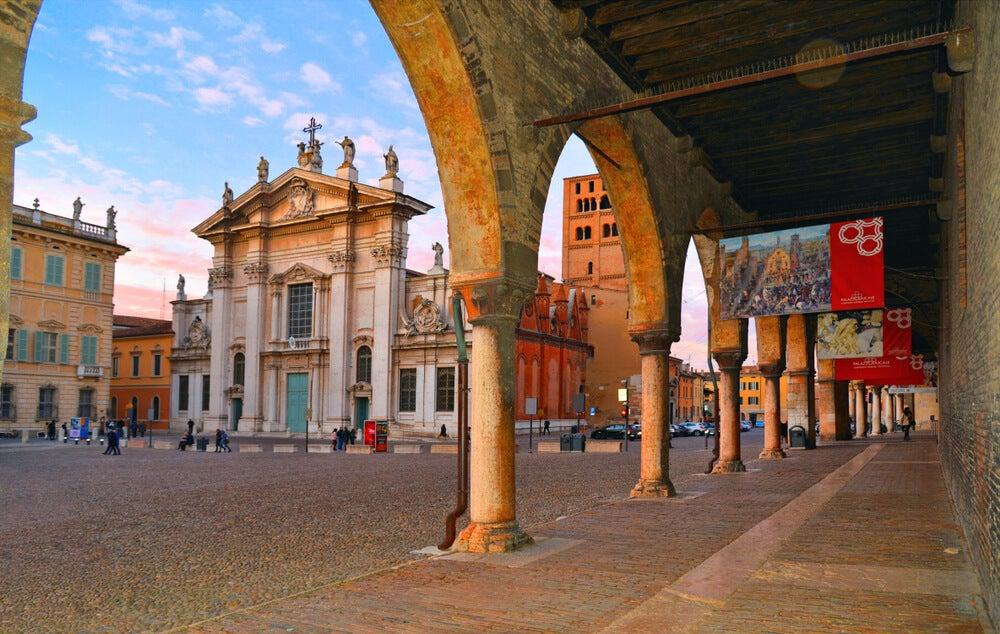 Catedral de San Pedro Apóstol de Mantua