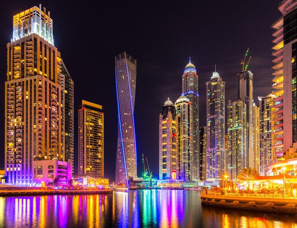 Dubái por la noche