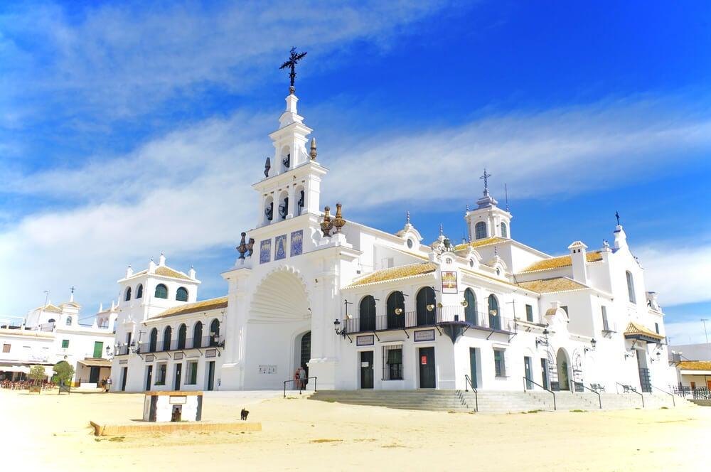 La aldea de El Rocío, un lugar de peregrinación en Huelva