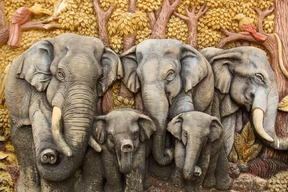 Friso con elefantes
