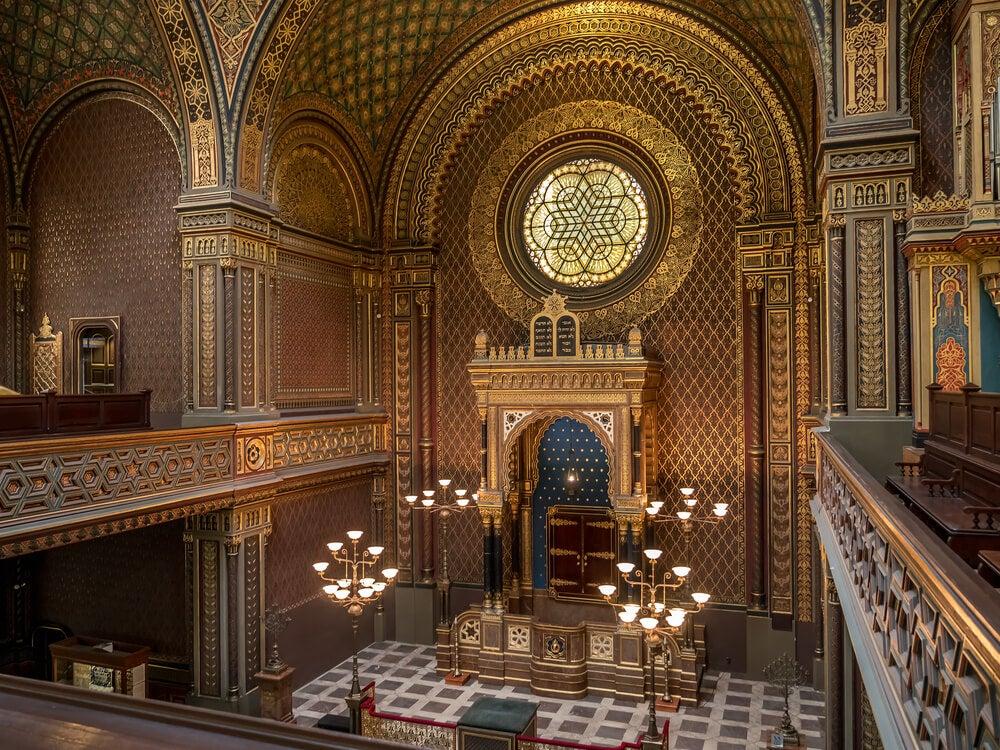 Interior de la sinagoga española
