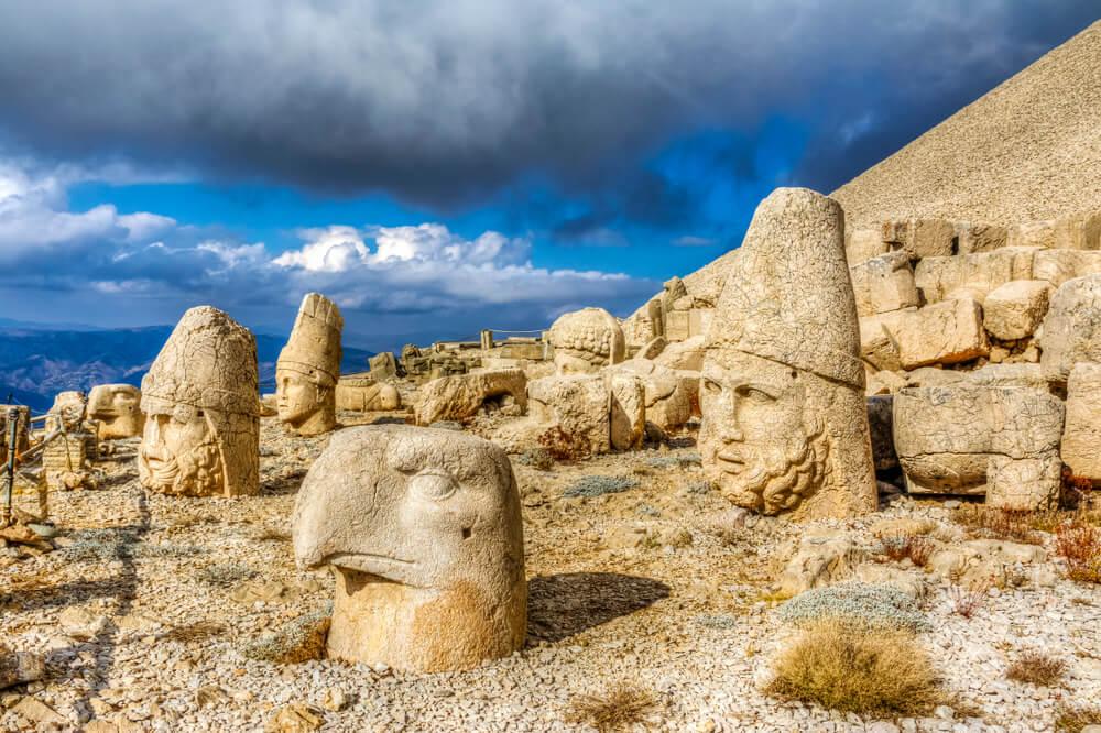 Cabezas de piedra en el monte Nemrut