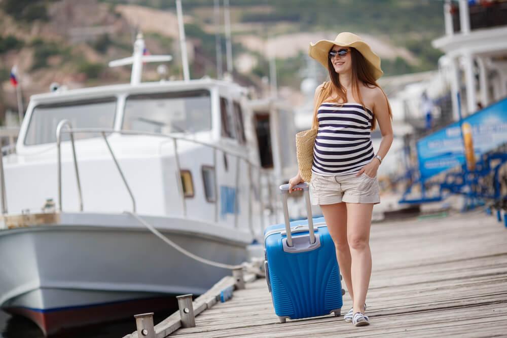 Mujer viajando en el embarazo