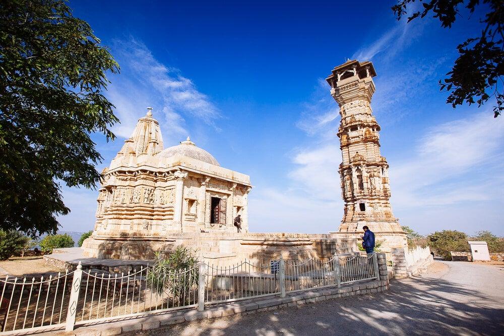 Torre Kirti Stambha en el fuerte de Chittorgarh