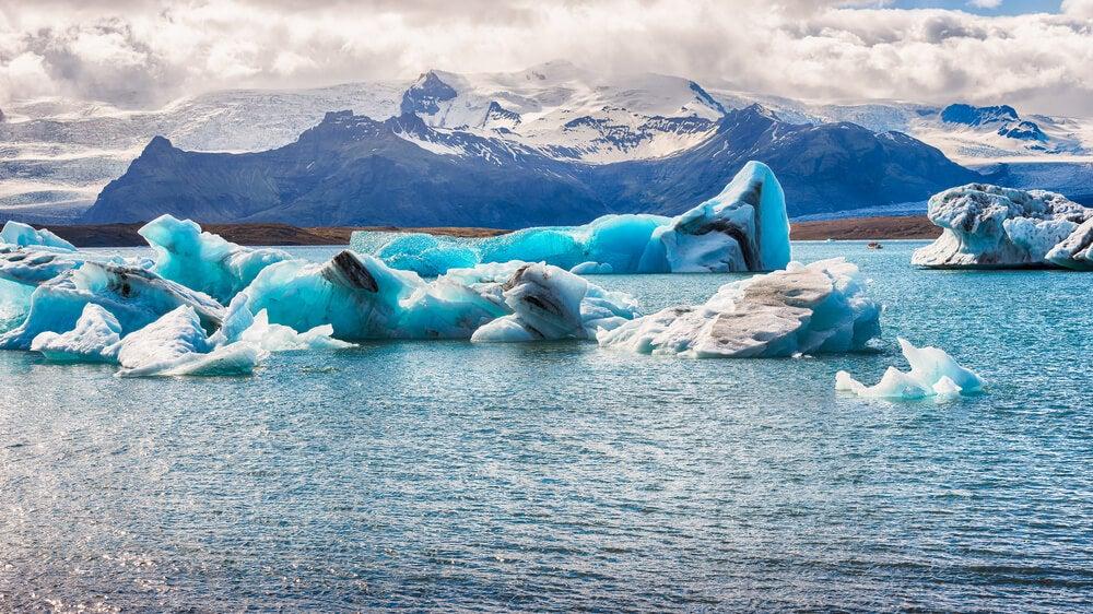 Vista de icebergs flotando