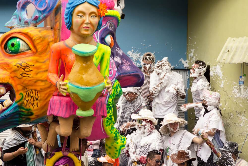 El Carnaval de Negros y Blancos: un homenaje a las razas