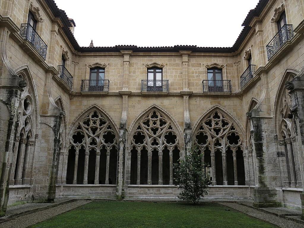 Claustro de la catedral de Oviedo