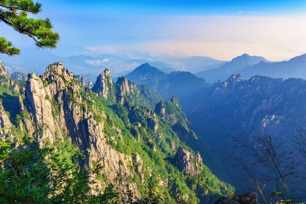 Las montañas amarillas son uno de los lugares de película en China.