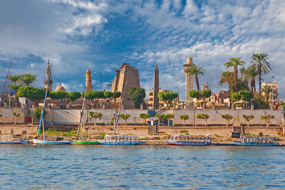 Vista de Luxor desde el Nilo