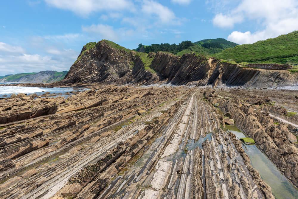 Rocas en la playa Sakoneta
