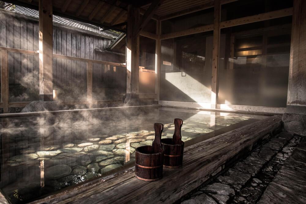 Interior de un onsen