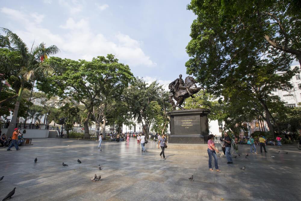¿Cuántas plazas de Bolívar hay en el mundo?
