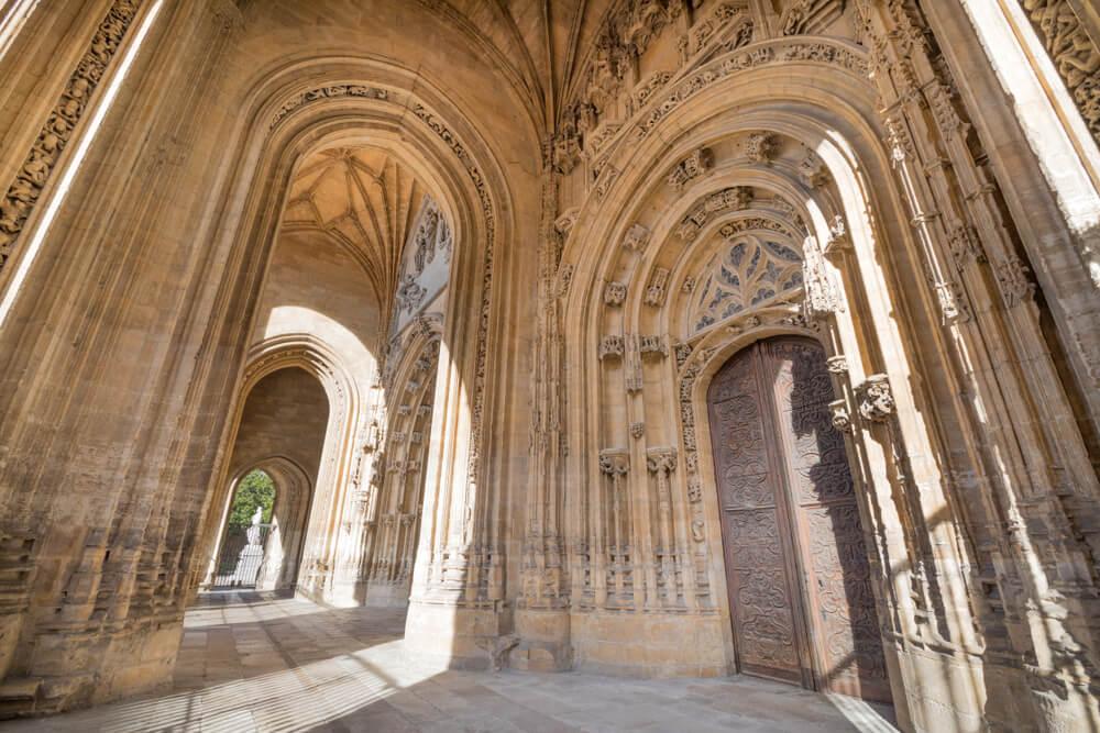 Pórtico de la catedral de Oviedo
