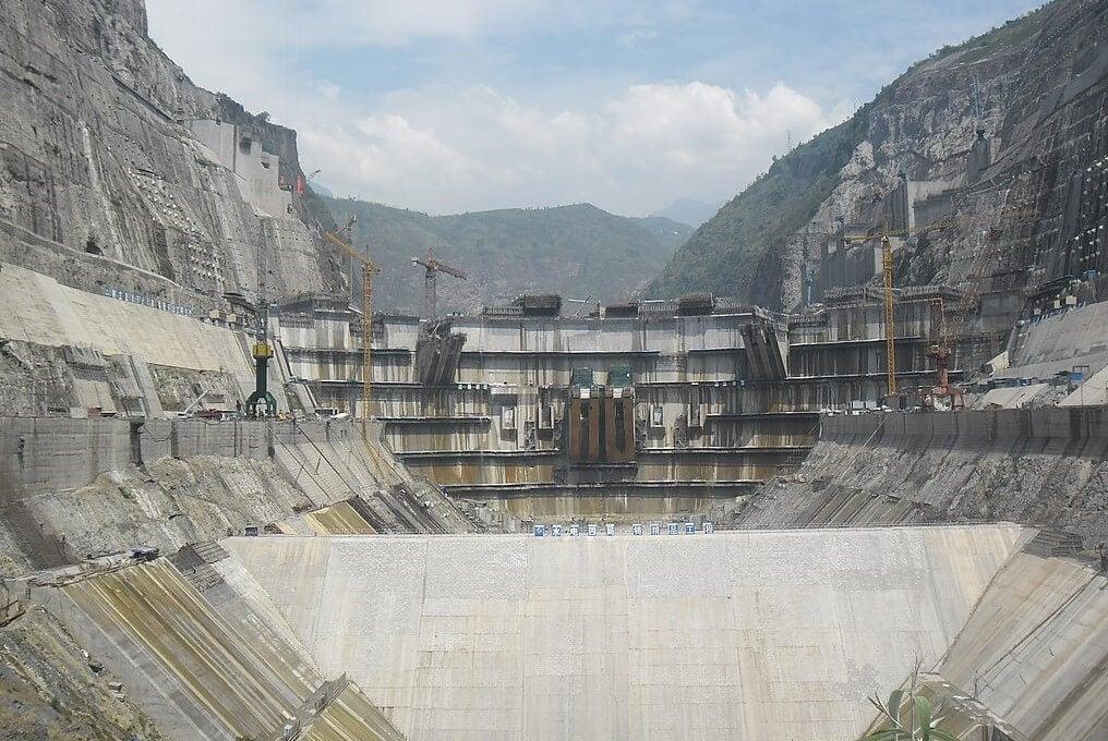Construcción de una de las represas más impresionantes del mundo
