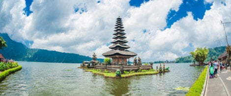 Templo Pura Ulun Danu Bratan en los lagos de Bedugul