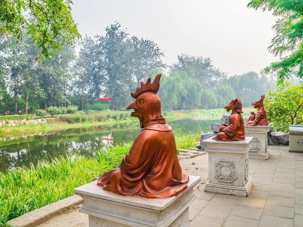 Réplicas de estatuas en Yuanming Yuan