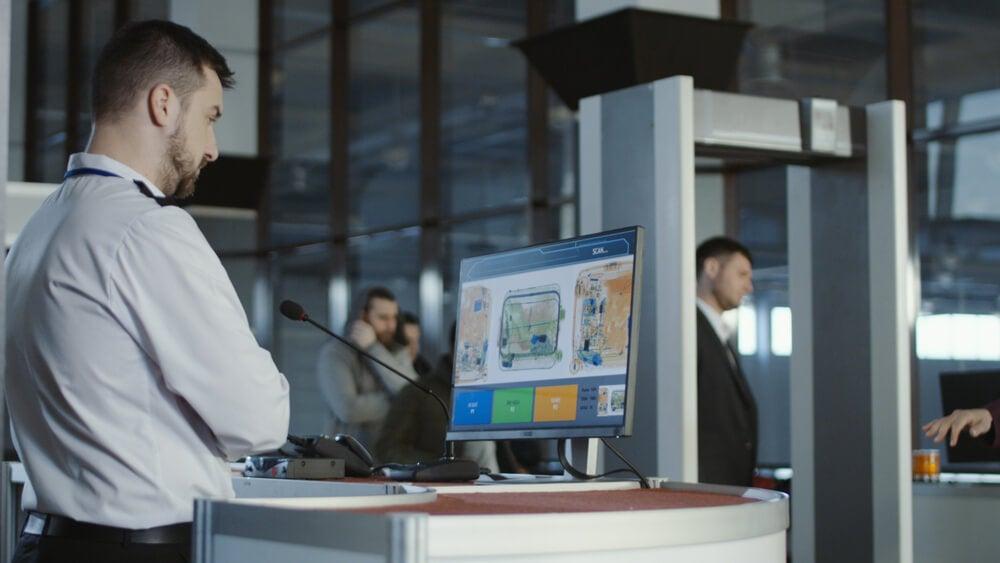 Personal de seguridad en un aeropuerto