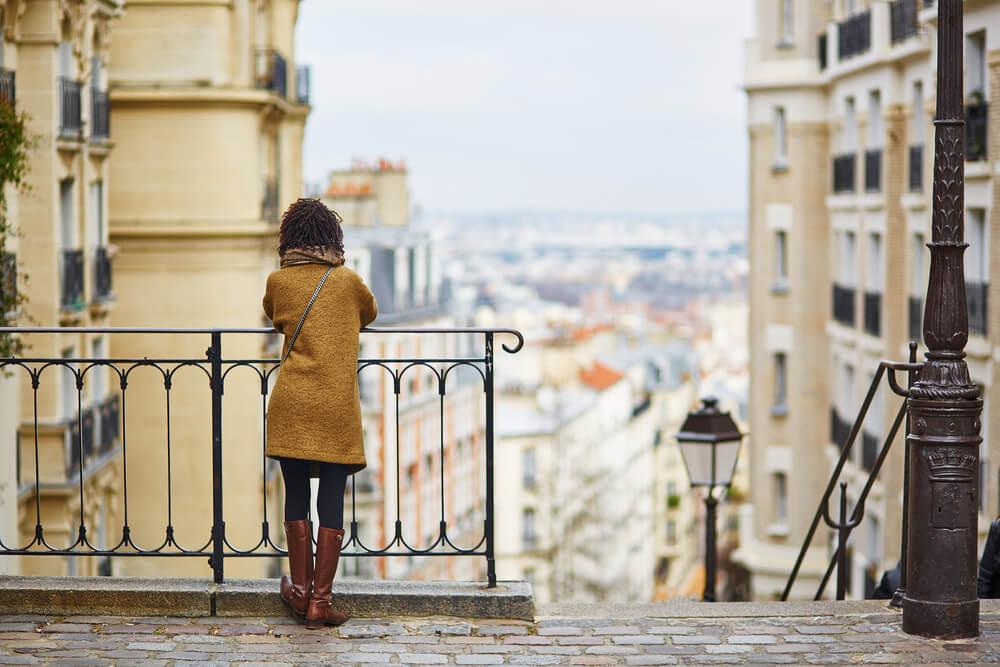 Turista absorto con síndrome de París
