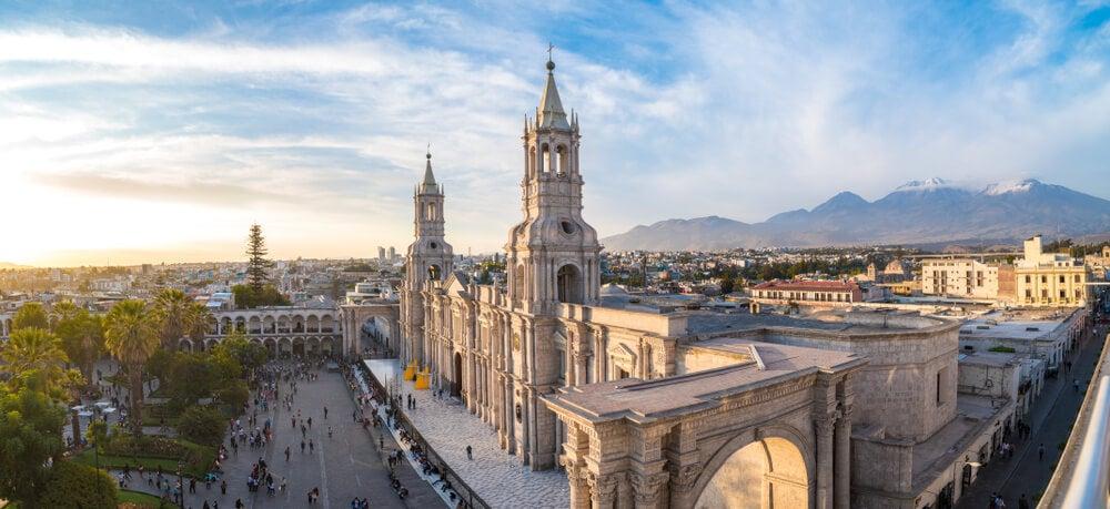 Catedral de Arequipa y plaza de Armas