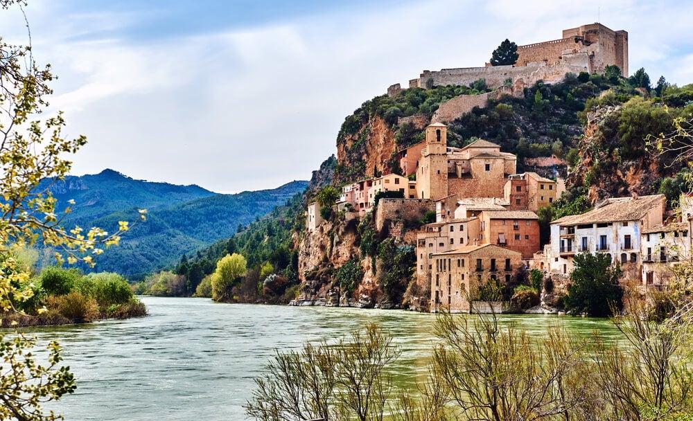 Paseando por Miravet, un pueblo que mira al Ebro