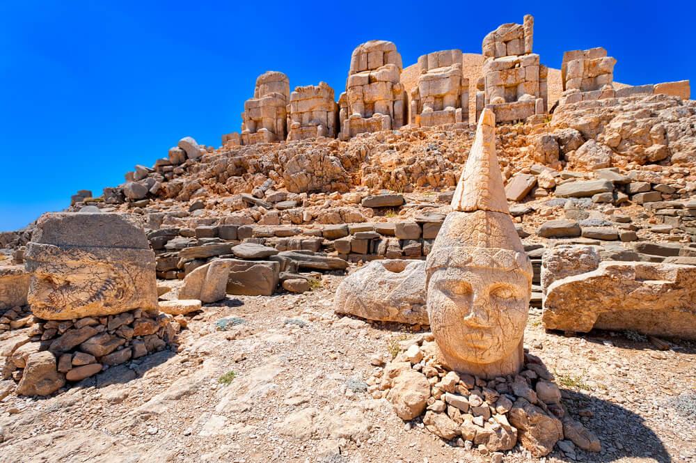 Estatuas en el monte Nemrut