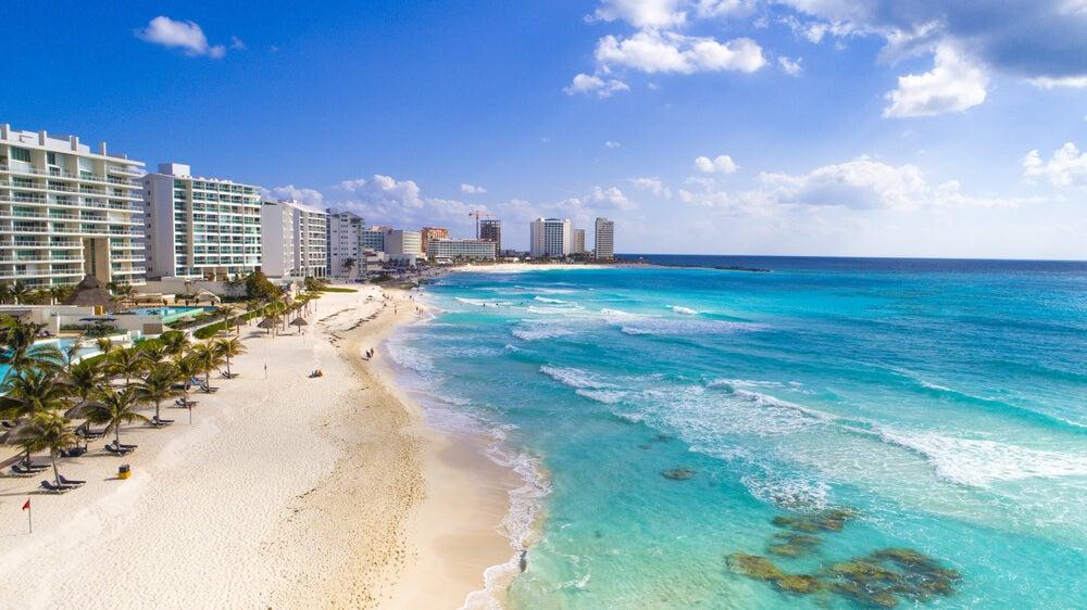 Playa y zona de hoteles