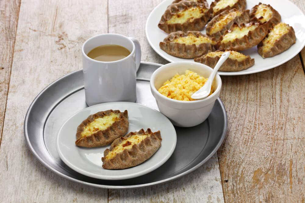 Desayuno con karjalanpiirakka