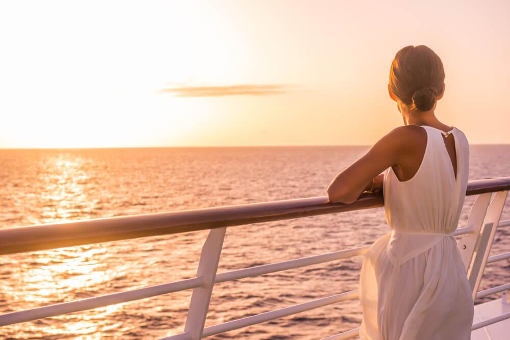 Mujer en uno de los cruceros para solteros