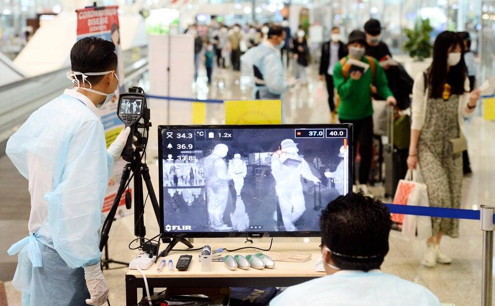 Escáner para detectar coronavirus en un aeropuerto