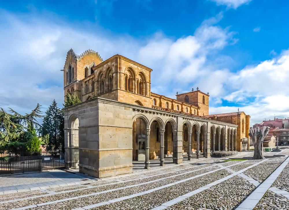 Basílica de San Vicente, una de las iglesias de Ávila más bonitas