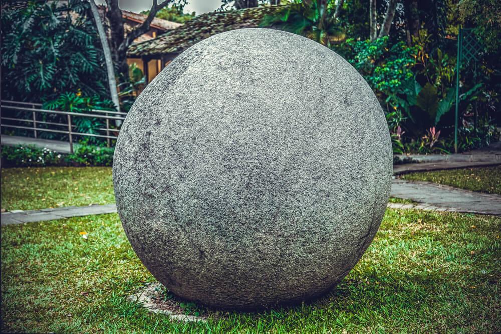 Gran esfera de piedra