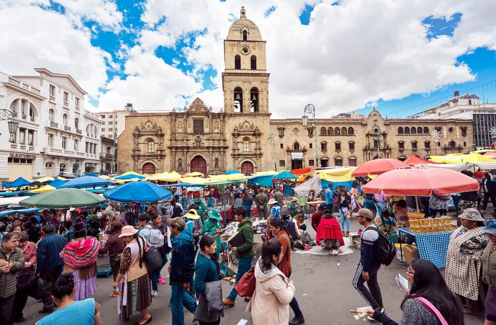 Conoce la Feria de la Alasita en La Paz