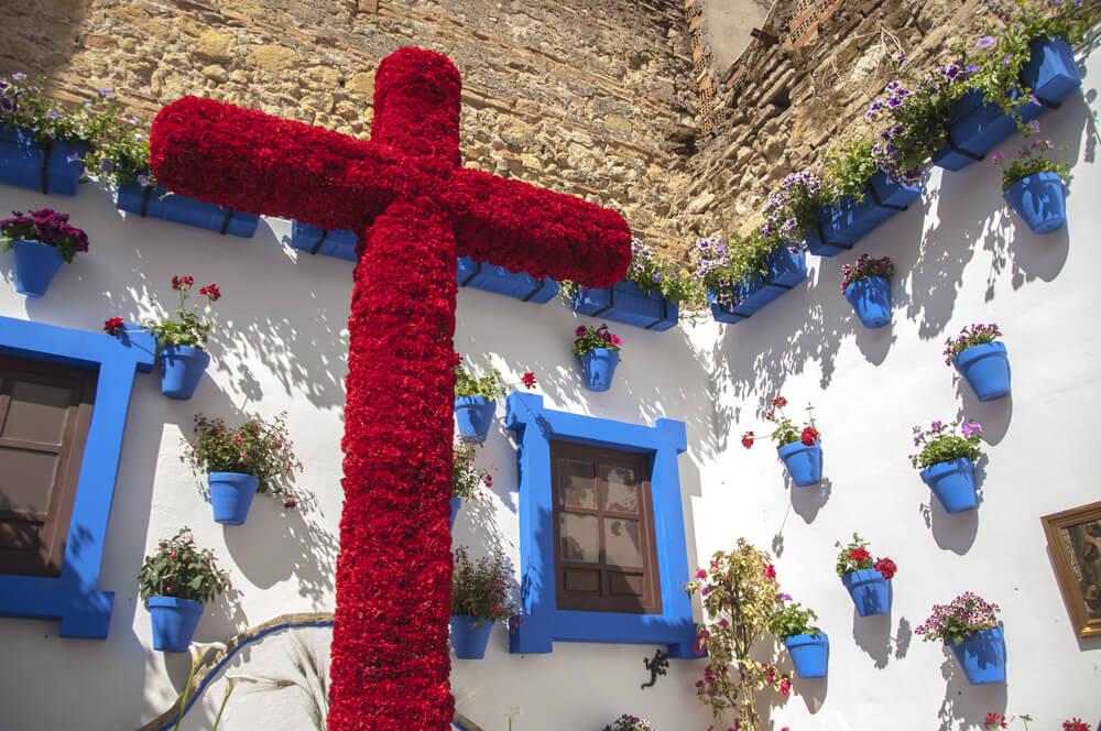 Cruz decorada para la fiesta que se realiza en primavera en Córdoba.