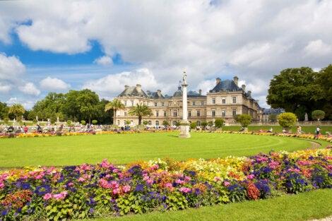 Vista del palacio y los jardines