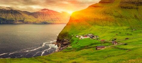 Vista de Trollanes en la isla Kalsoy