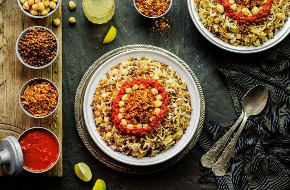 Plato de koshari, típico de la gastronomía egipcia