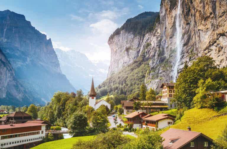 Lauterbrunnen en Suiza y sus impresionantes paredes rocosas