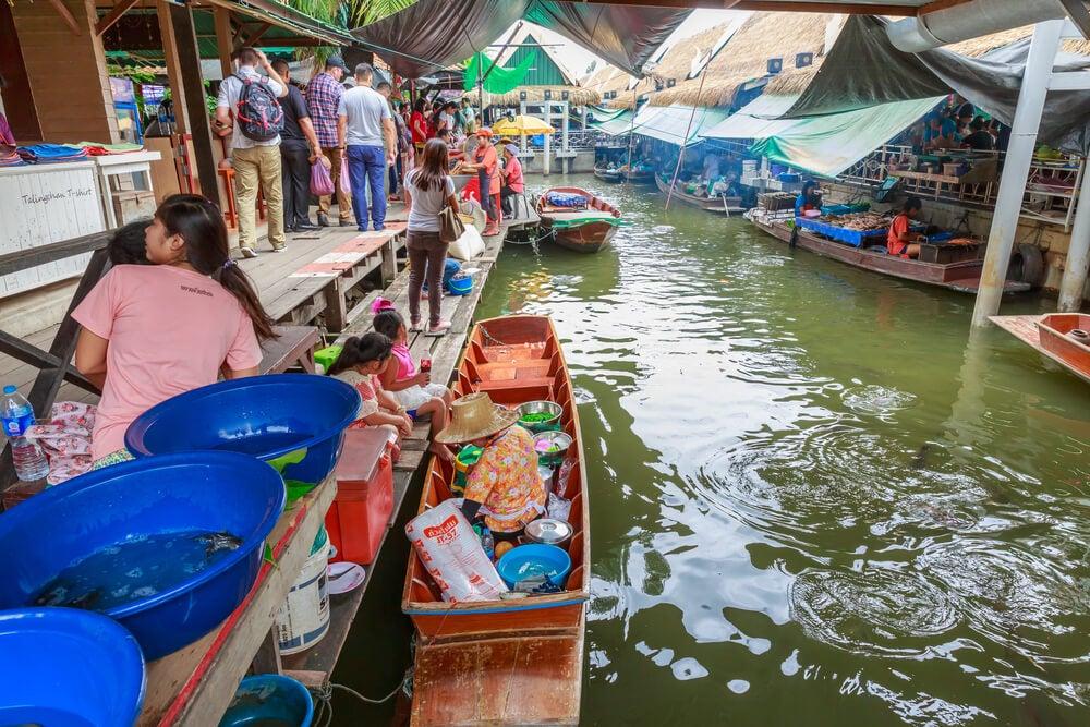 MErcado de Taling Chan en Bangkok