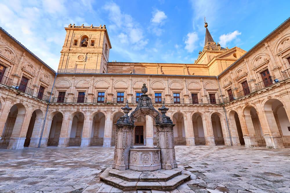 Patio del Monasterio de Uclés, en Cuenca.