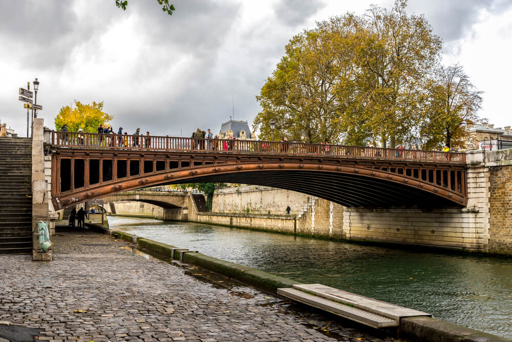 Pont Au Double, escenario de Charada, una de las películas para descubrir París a través del cine