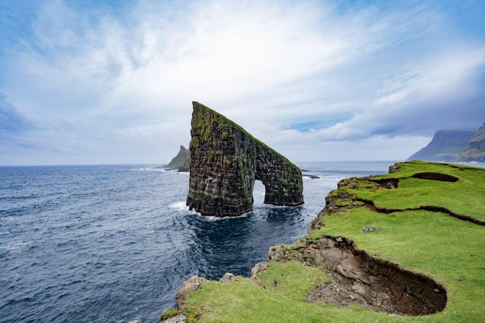 puerta de Drangarnir en las islas Feroe