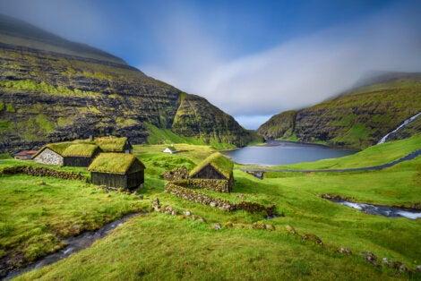 Pueblo de Saksun en las islas Feroe
