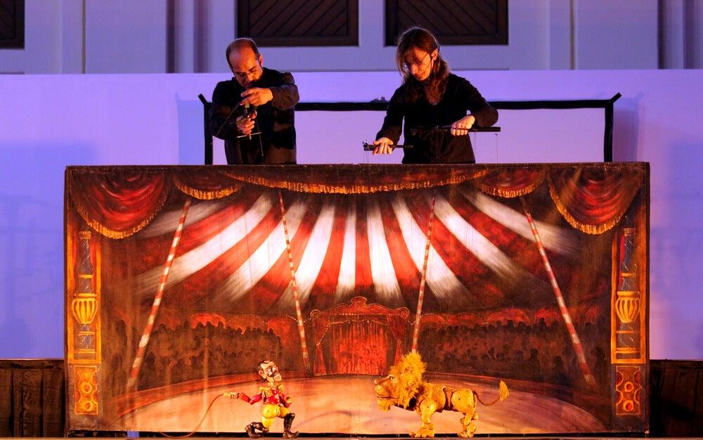 Actuación en el teatro de marionetas de Praga.