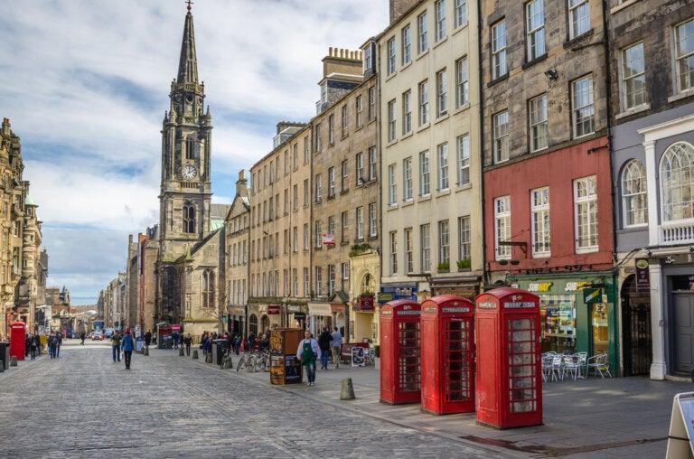 Confinamiento en Edimburgo: ¿cómo socializan desde sus ventanas?