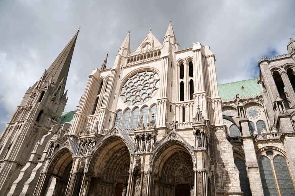 ¿Por qué dicen que la catedral de Chartres tiene energía telúrica?