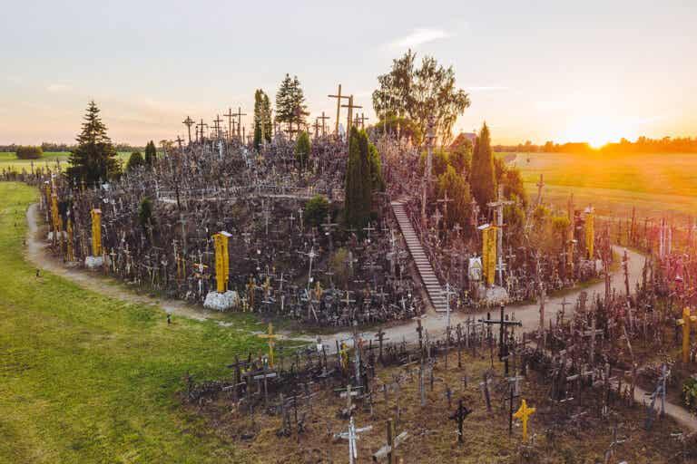La curiosa Colina de las Cruces de Lituania