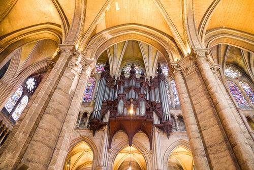 Interior de la Catedral de Chartres.